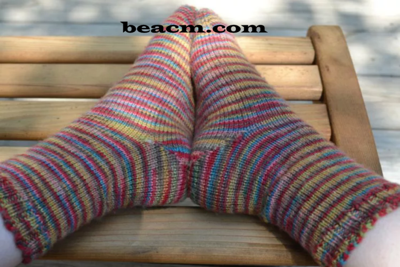 Simple knitting pattern for toe socks